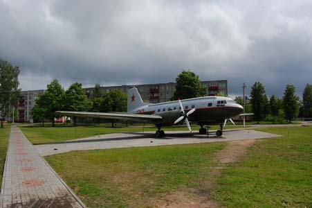 Бегомль. Памятник на месте партизанского аэродрома.