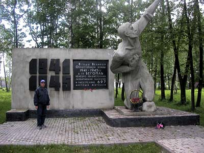 Memorial to Jews killed in Begoml.