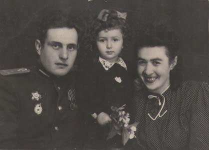 Сестра Соня, ее дочка Алла и муж Фима.