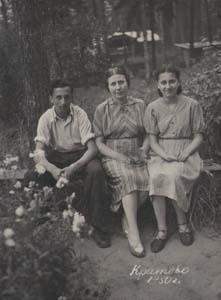 Варлен Стронгин, его мама Рахиль Ароновна и сестра Майя.