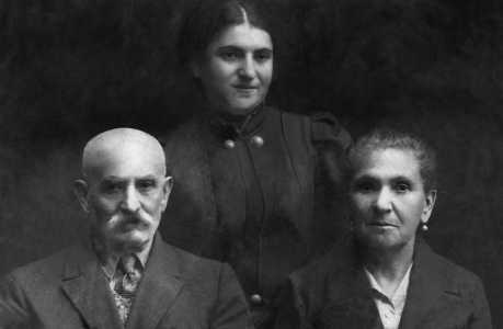 Моя мама с родителями. Бешенковичи, 1939 г.
