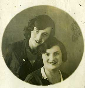 Мама и Дора.