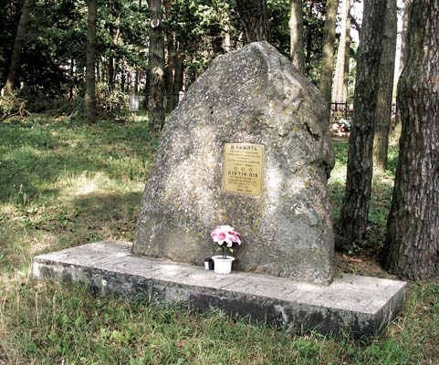 Memorial to Bralsav Jews who died in the Holocaust. Photo taken in 2008.