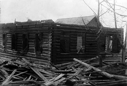 Одна из чашникских синагог после пожара, 1923 г.