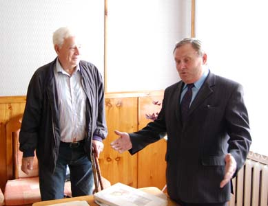 Yury Nirman with Mikhail Yevtushenko, the lyceum principal.