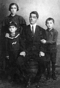 Aron Mekler with wife Golda and children.