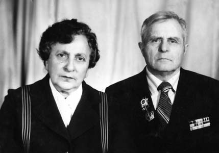 Galina Raihman (Popova) with husband.