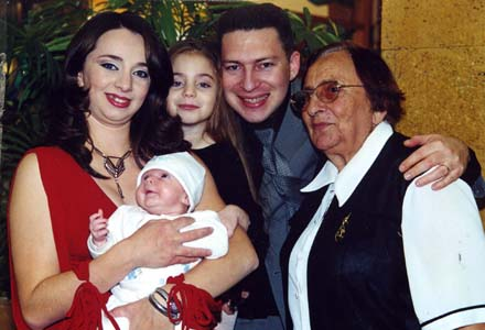 Galina Raihman with children and grandchildren.