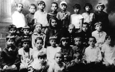 Первый класс 2-й еврейской средней школы г. Дубровно.