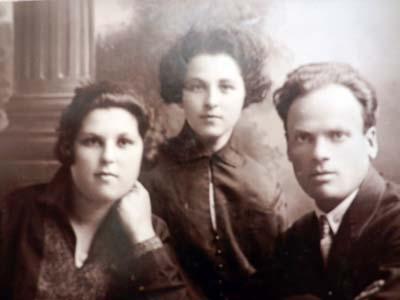 Аня, Мария и дядя Макс.