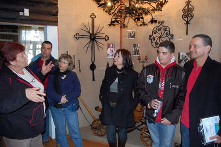Семья Эткин в музее города Глубокое. Фото 2009 г.