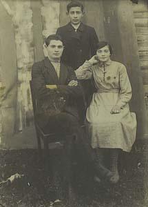 Молодые Дыкманы – Лейба, Яков и Хана.