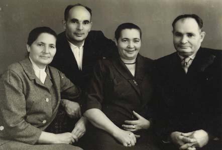 Хана, Лиза и два брата Захар и мой отец.