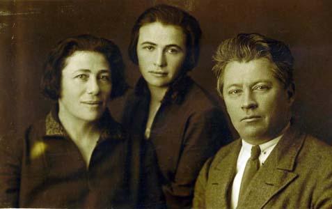 Рахиль и Циля Чернобродовы, муж Рахили.
