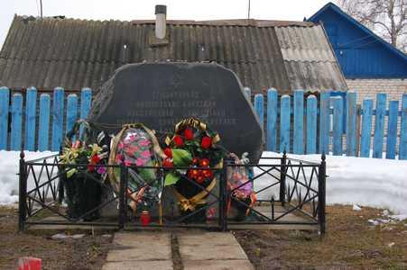 Памятный знак на месте колышанского гетто.