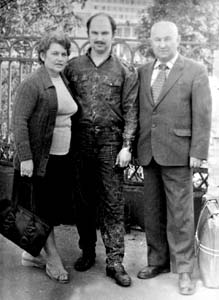 Semen Feigelman with wife and son. Photo taken in 1989.