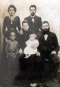 Сестры Соша-Рохл и Соре-Фейге с мужьями.