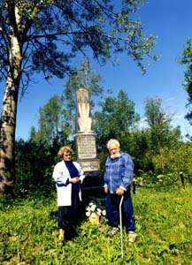 Valentina Iosifovna Filipkova and Yefim Isaakovich Rutman by the memorial to the Jews, executed in Lukoml.
