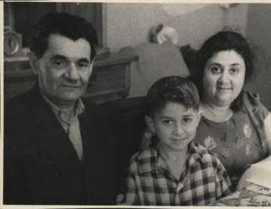 Вульф Самуилович Фарбман и я с мамой.