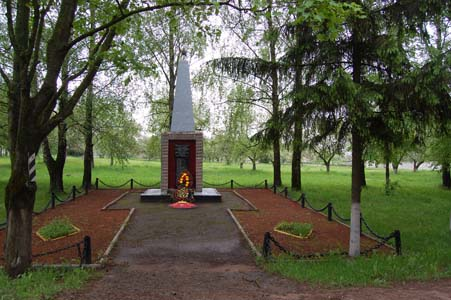 Островно. Памятник землякам, погибшим в Великой Отечественной войне.