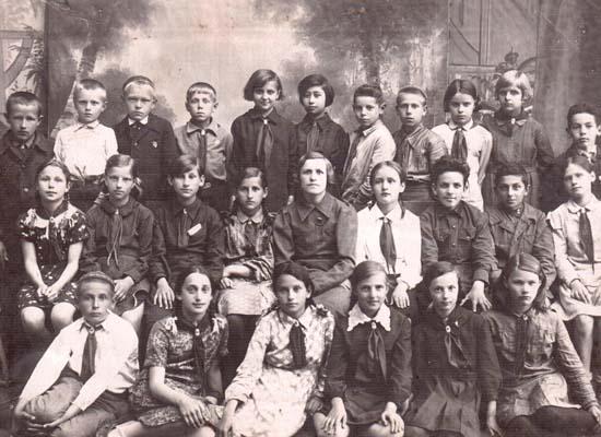 4-й класс (1938-1939 гг. учебный год) школы № 10. г. Полоцк.