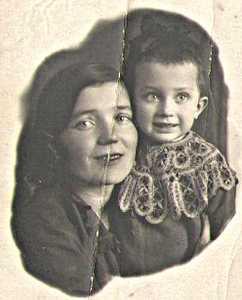 Жена Сени (брата мамы) Наташа и дочь Лена.