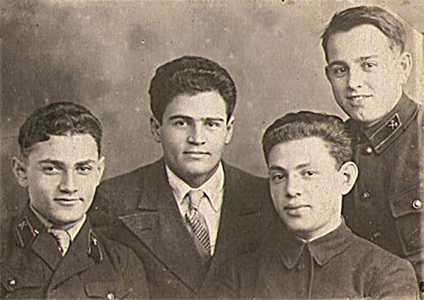 Студенты Ленинградского института инженеров железнодорожного транспорта.