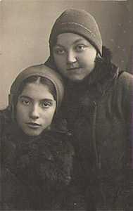 Поля Рутенберг и Аня Соболева.