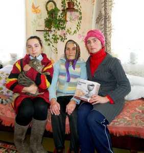 Цива Гиршевна Шадунская с дочкой Наташей и внучкой.