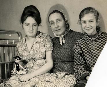 Рудницкая С.М. с дочерьми.