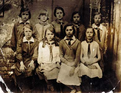 Prewar photos from Smoliany school.