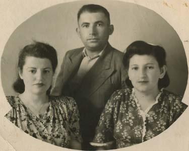 Матвей Борода, его жена Соня Самуйловна (справа) и родственница Галя