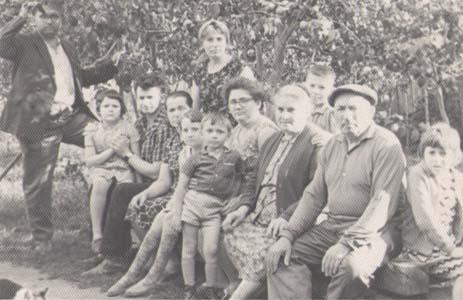 Родители Наум Юдович и Фрейда Гиршевна их дети и внуки. Толочин.
