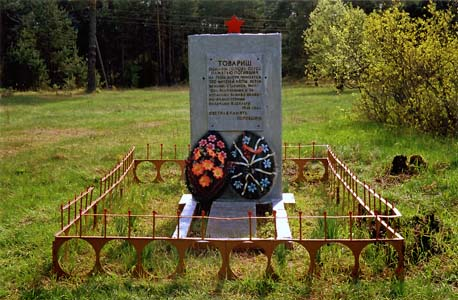 Memorial on the mass grave in Ulla.