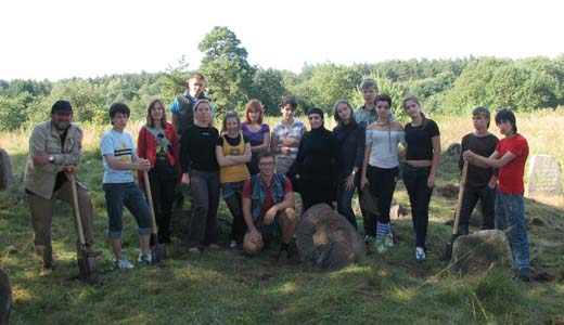 Our group at the old Jewish cemetery in Ulla. 2009 г.