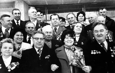 Сима Самуиловна Аронсон с партизанами бригады Леонова.