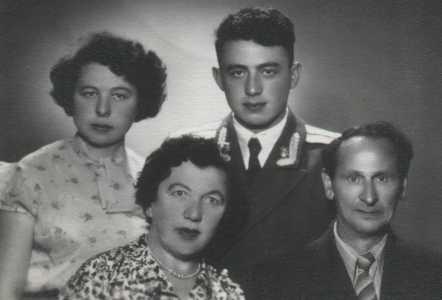 Семья Самуила Познякова.