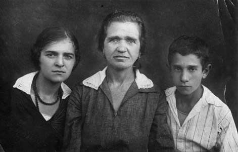 Сестра Фрида Львовна Эрперт, мачеха, Гриша.