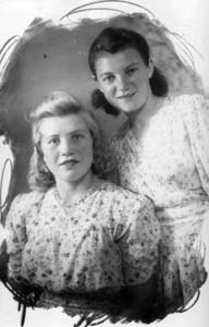 Two young friends Maria Sintsova and Vera Gilman. The photo was taken in 1950. Looking at the happy faces, it is difficult to imagine what they experienced in the war.