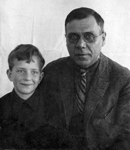 Иосиф Абрамович Тетельбаум с сыном Петей.