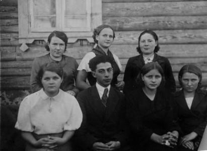 Довоенный выпуск школы местечка Бобыничи.
