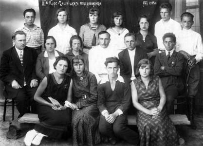 В первом ряду Максим Папков.