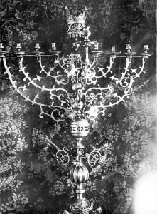 Внутреннее убранство синагоги.