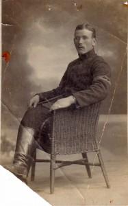 Гирш Эйдинов в лагере для военнопленных.