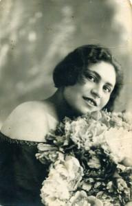 Аня Устрайх.