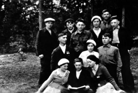 Довоенные одноклассники.