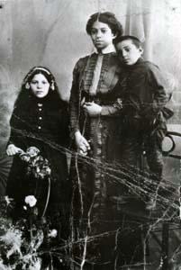 Фрида, Двейра и Исаак Хейфецы.