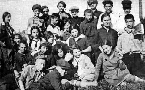 Шестой класс Первой русской школы. 1930-е гг.