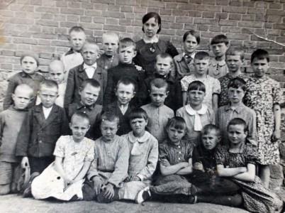 Волынцы. Школа, 2-й класс перед войной.