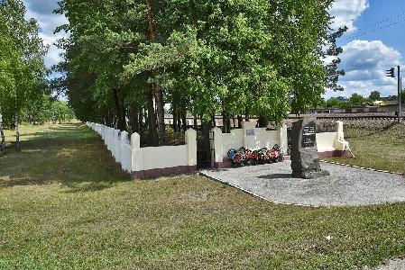 Памятник на месте расстрела евреев Калинковичей